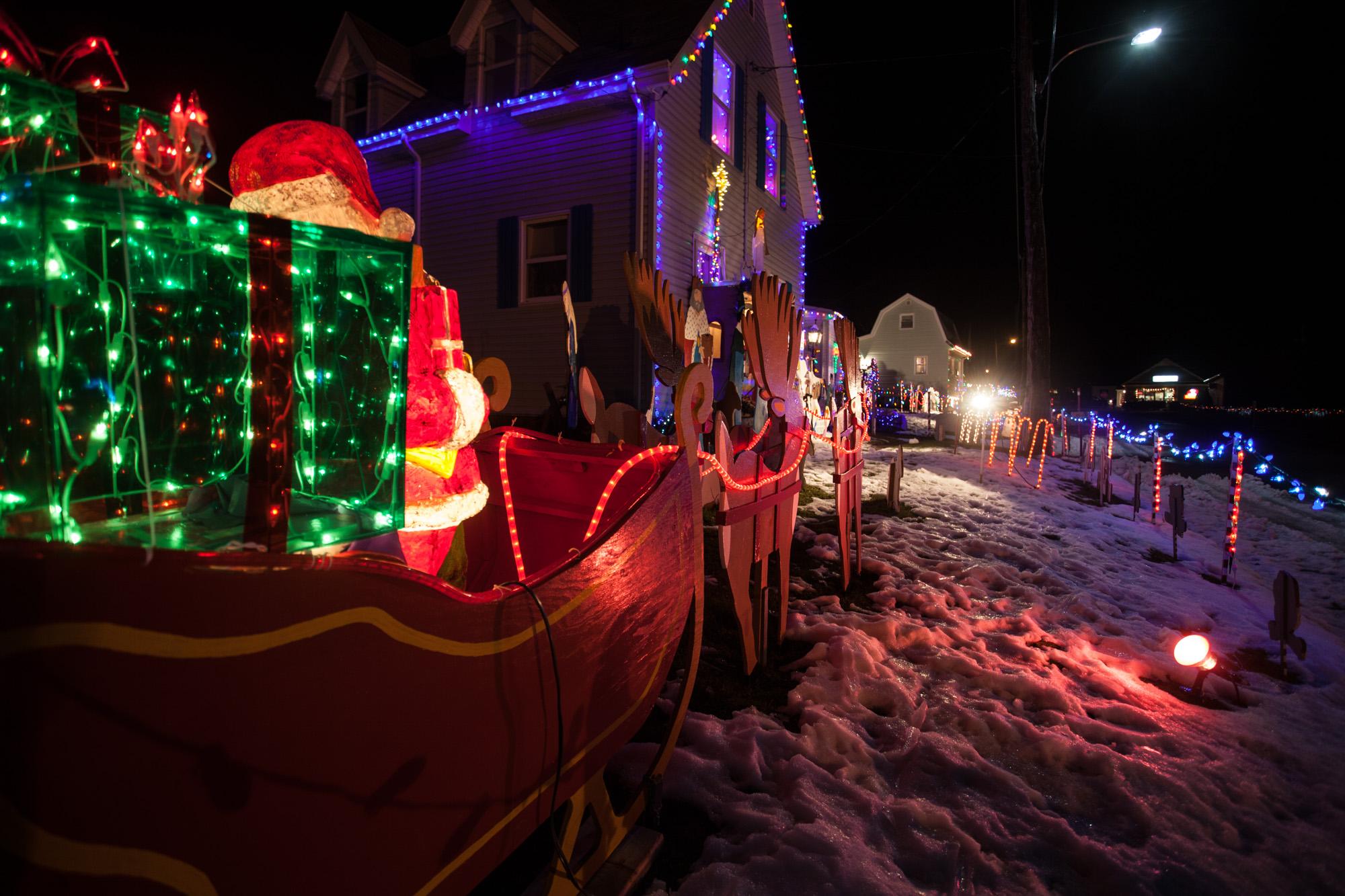 stratfords popular landons light show 13 beacon hill drive stratford - How To Make A Christmas Light Show